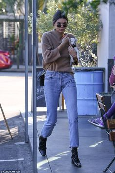 Kendall Jenner Was Joined By a Furry, Little Friend to Lunch!: Photo Kendall Jenner looks super cool as she makes her way to lunch on Wednesday afternoon (December in West Hollywood, Calif. Kendall Jenner Outfits, Kendall And Kylie Jenner, Stylish Jeans, Cooler Look, Hippie Outfits, Mode Outfits, Autumn Winter Fashion, Winter Style, Street Style