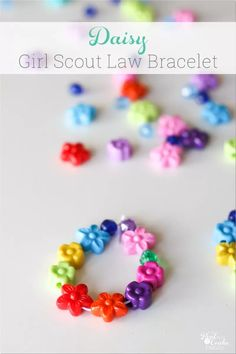 Adorable Ideas for Daisy Girl Scouts. Has ideas for the Girl Scout Law/Promise and meeting activities for the petals. Great considerate and caring petal activity. Girl Scout Daisy Petals, Daisy Girl Scouts, Girl Scout Daisies, Girl Scout Daisy Activities, Girl Scout Crafts, Girl Scout Law, Girl Scout Leader, Girl Scout Promise, Blue Yellow