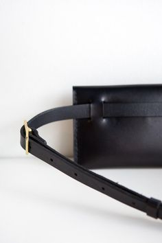 Joining forces with a local favorite, Solid Mfg., they've created this handmade leather fanny as part of the Parc exclusive collection. For all those tim. Leather Fanny Pack, Leather Bag, Black Leather, Thigh Bag, Leather Gifts, Handmade Leather, Waist Purse, Belt Pouch, Waist Pack