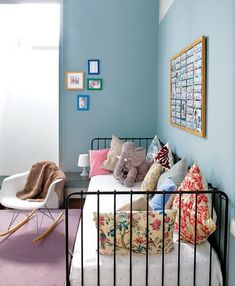 Iron day bed for toddler