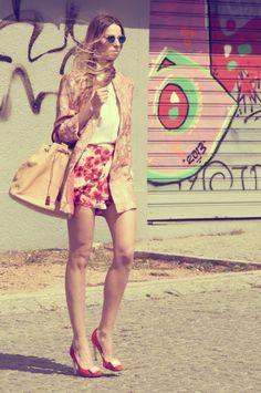 #streetstyle #hippie #flower #power #muserebelle #ms #fashionblogger #fashion #rogervivier #chanel #hautehippie