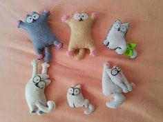 needle felting tutorials meaning Cat Crafts, Sewing Crafts, Sewing Projects, Craft Projects, Arts And Crafts, Felt Christmas Ornaments, Christmas Crafts, Felt Cat, Felt Decorations