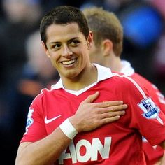 Chicharito is one sexy man! Soccer Guys, Good Soccer Players, Soccer Stars, Mexican Men, Famous Mexican, Sports Personality, Best Football Team, Manchester United Football, Books For Boys