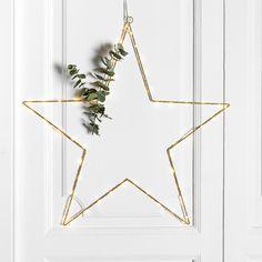 Etol estrella | ¡Ya ha llegado la Navidad a Kenay Home! No te despistes y prepara todos tus adornos para estas fechas tan especiales.   Etol es una estrella muy navideña, con luz, que podrás colgar en cualquier rincón de tu hogar.  Disponible en dos tamaños: Grande y pequeña.  #kenayhome #estrella #luz #navidad #decoración #adorno #hogar #navideño #estilo #diseño #interior #nórdico #star #merry #christmas #xmas #nordic #design #decoration #decor #white