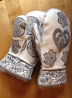 Mittens made by Gro Blix Fun Crafts, Arts And Crafts, Hardanger Embroidery, Leather Working, Leather Craft, Mittens, Knit Crochet, Weaving, Manualidades