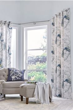 The Laura Ashley luxurious Belvedere print in a timeless traditional take on indulgent styling. These Ready made Curtains come ready to hang with an eyelet header for fresh, instant indoor style.