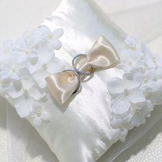 結婚式で活躍したリングピローは 産まれてくる赤ちゃんの 初めての枕として使うと 幸せになれるとか、、、 #ravimana#ravimanakobe#ravimana神戸#sky#sun#beach#wedding#marry#photo #happy#resort#resortwedding#location #ラヴィマーナ神戸#ラヴィマーナ#プレ花嫁#結婚準備#リゾート#リゾートウェディング #前撮り#ロケーション#ロケーションフォト#プレフォト#フォトウェディング#海#空#リングピロー #baby #happy 2016/06/22 10:45:06