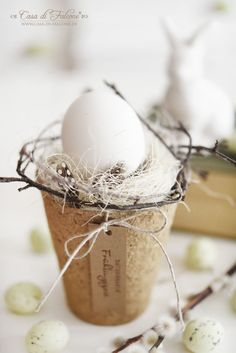 Easter basket made of natural materials {DIY} - Casa di Falcone - Magical Easter decorations made of natural materials – can be varied as required. Easter Table, Easter Eggs, Spring Decoration, Diy Decoration, Diy Casa, Easter Pictures, Diy Ostern, Easter Celebration, Vintage Easter