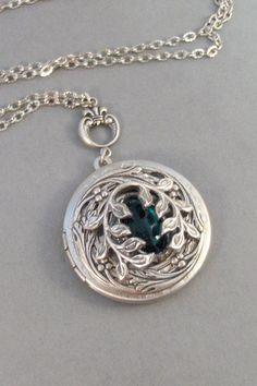 Emerald Birthstone: Green Ivy,Ivy Necklace, Ivy Locket,Silver Locket,V. Antique Locket, Antique Jewelry, Vintage Jewelry, Antique Silver, Cute Jewelry, Jewelry Accessories, Jewelry Design, Jewelry Box, Turquoise Jewelry