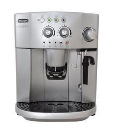 delonghi s bean to cup espresso cappuccino coffee machine The Magnifica is a must for any budding barista taking their first step into domestic bean-to-cup machines. Automatic Espresso Machine, Espresso Coffee Machine, Cappuccino Coffee, Cappuccino Machine, Coffee Milk, Fresh Coffee, Drip Coffee Maker, Coffee Cans, Coffee Shop