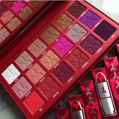 ISO blood sugar palette♥️ Would love to buy for a reasonable price Jeffree Star Makeup Eyeshadow Makeup Goals, Makeup Inspo, Makeup Inspiration, Beauty Makeup, Makeup Geek, Make Up Kits, Makeup Brands, Best Makeup Products, Fixing Spray