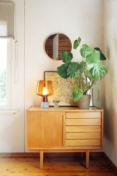 - Major Home Gifts: Mid-Century Furniture Triple Threat – - Bohemian Interior Design, Decor Interior Design, Interior Decorating, Modern Bohemian Decor, Bohemian House, Decorating Ideas, Mid Century Modern Decor, Retro Home Decor, Decor Room
