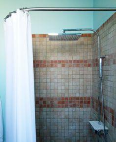 1000 images about le rideau de douche sa place dans de for Rideau douche italienne