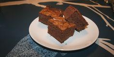 Opskrift på lækre brownies med chokolade og kakao. De er både nemme at lave og meget populære.
