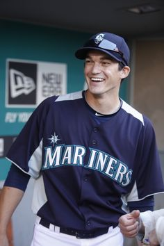 #Mariners pitching prospect Anthony Vasquez had emergency brain surgery this weekend and is making a dramatic recovery. 11/19/12