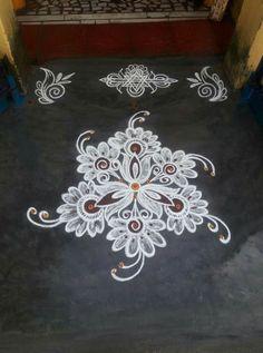 Rangoli Side Designs, Simple Rangoli Border Designs, Rangoli Designs Latest, Free Hand Rangoli Design, Rangoli Borders, Small Rangoli Design, Rangoli Designs Images, Rangoli Designs With Dots, Beautiful Rangoli Designs