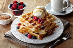 Brunch combines the best parts of breakfast and lunch into one ideal meal. Here are 27 Paleo-friendly brunch recipes to tuck into this weekend. Diner Recipes, Waffle Recipes, Brunch Recipes, Breakfast Recipes, Dessert Recipes, Diner Food, Brunch Ideas, Paleo Recipes, Dinner Ideas