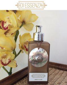 Sabonete líquido Vanilla di Luna em frasco fendi decorado com madrepérola e ponteira prata.