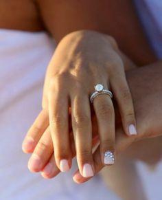 Luce tu anillo y tu manicura de novia