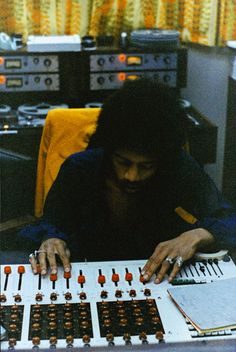 jimi hendrix, datamix console at record plant, new york