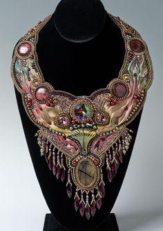 http://bnb.jewelrymakingmagazines.com/~/media/images/Bead%20Dreams/2014/Della%20Robbia - shibori