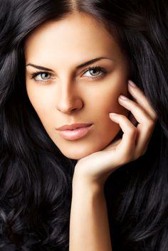 Tips for applying henna and indigo hair dye Brown Eyes Black Hair, Long Black Hair, Dark Hair, Indigo Hair Color, Henna Hair Color, Indigo Eyes, Indigo Henna, Dying Your Hair, Natural Hair Styles