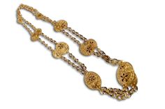 18 KARAT GOLD NECKLACE WITH FILIGREE CUT-OUT LINKS.