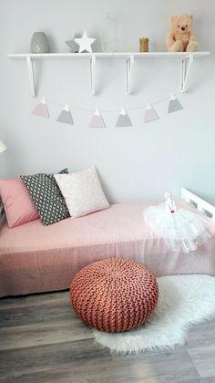 szürke-halvány rózsaszín hegylánc - zászlófüzér fából  wood bunting - grey and soft rose colored