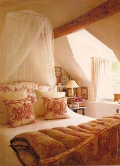 Yellow and red toile, ceiling beam, upholstered bed . #LuxuryBeddingRed