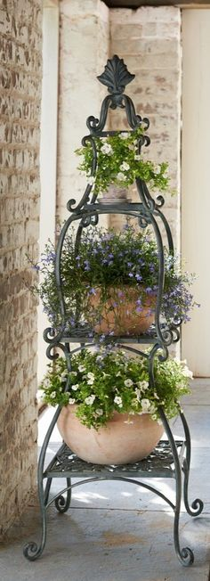 DIY Outdoor: Making Porch Plants For Summer Each piece of this Florentine Plant Etagere handsomely showcases your favorite plants. The post DIY Outdoor: Making Porch Plants For Summer appeared first on Garden Ideas. Porch Plants, Indoor Plants, Planters For Front Porch, Indoor Herbs, Front Porches, Container Plants, Container Gardening, Beautiful Gardens, Beautiful Flowers