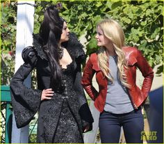 Once upon a time - Jennifer Morrison - Emma Swan - OUAT - Lana Parrilla - Regina Mills - Swan Queen - Once Upon A Time, Regina And Emma, Prince Hans, Ouat Cast, Queen Outfit, Swan Queen, Outlaw Queen, Colin O'donoghue, Great Tv Shows