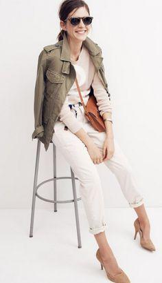 White jeans, ivory top, olive jacket, & some nude shoes. Madewell, Olive Jacket, Khaki Jacket, Green Jacket, Vogue, Looks Style, Mode Style, Swagg, Her Style