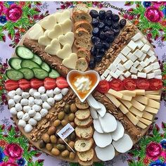 Christmas Food Platters Desserts in 2020 Party Food Platters, Party Trays, Food Trays, Snacks Für Party, Cheese Platters, Charcuterie And Cheese Board, Charcuterie Platter, Antipasto Platter, Food Decoration