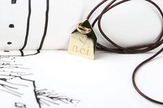 Se fosse un nido _ Customizable house-shaped pendant by Maschio Gioielli Milano #customized #yourwords #pendant #house #love #gold #maschiogioielli #milano