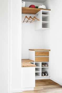 Hall Furniture, Wardrobe Furniture, First Apartment Checklist, First Apartment Decorating, Small Hallways, Mudroom, Home And Living, Storage Spaces, Sweet Home