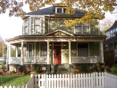 I love the look of this house. Its so cute! Plus I love wrap around porches! I would totally live here    Google Image Result for http://4.bp.blogspot.com/-vSeMLyJ_nts/TvI7mRxMdXI/AAAAAAAAAUM/FdEAjoQEMuM/s1600/530%2Bmonroe%2B024.jpg