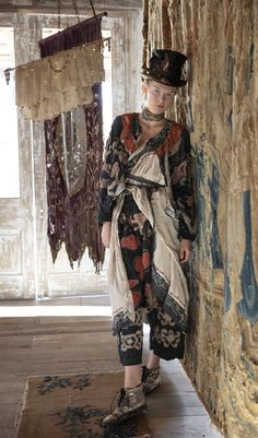Boho Fashion Over 40, Quirky Fashion, Colorful Fashion, Hippie Fashion, Magnolia Pearl, Sweet Magnolia, American Gypsy, Bohemian Lifestyle, Boho Gypsy
