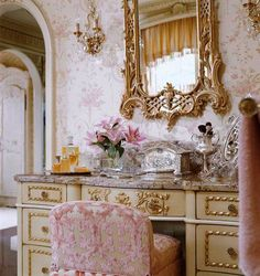 (¯`v´¯)  `*.¸.*.♥.✿´´¯✿✿´´• Gilded dressing table and accessories...✿´´¯✿