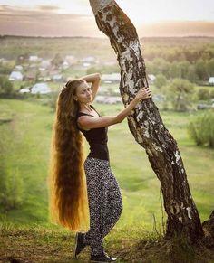 A straight Italian Guy, Lover of Long, Silky Hair. Long Red Hair, Medium Long Hair, Very Long Hair, Curly Hair Styles, Natural Hair Styles, Redheads Freckles, Beautiful Long Hair, Beautiful Redhead, Amazing Hair