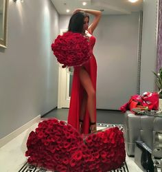 Luxury and Glamour Blue Bridesmaid Dresses, Wedding Dresses, Luxury Flowers, Mode Outfits, The Dress, Dress Red, Dress Skirt, Lady In Red, Bridal Gowns