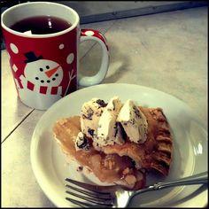 Cinnamon spice tea warm apple pie topped with @lunaandlarrys Salted Caramel & Chocolate ice cream  #food #foodporn #tea #pie #applepie #icecream #lunaandlarrys #coconut bliss #dessert #thanksgiving #vegan #yxe #winter #fall #snow #comfortfood #shareyourbliss