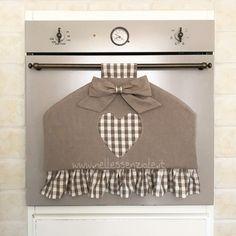 Copri Forno marrone country a campana adatto a tutti i tipi di forno in stile country, anche al forno con una maniglia stretta. Il tessuto è puro cotone italiano.  Questo Copri  - 20613333