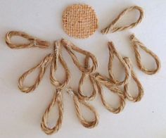 Rustic & Chic Jute Twine Flowers on Glass Ornaments - DIY, paper mache, clay, burlap & rustic Christmas ornaments Diy Craft Projects, Diy And Crafts, Decor Crafts, Twine Flowers, Diy Flowers, Felt Flowers, Wedding Flowers, Burlap Flowers, Fabric Flowers