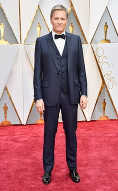 Viggo Mortensen from Oscars 2017 Red Carpet: In Dior. He looked great for Oscars night. Glamour, dark blue suite was perfect. I love the bow tie. It looks lovely. The vest is must-have. He looks glamour. Perfect! #oscars2017