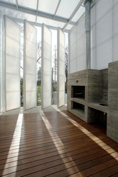 Galería de Vivienda CC3660 / Cardoso + Zúñiga | Pivot Brise Soleil | Translucent White Plastic Brise Soleil House | Vertical Brise Soleil |