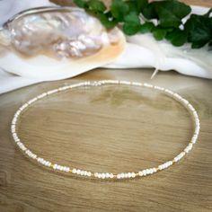 Unsere handgemachte Perlenkette besteht aus Süßwasser-Perlen mit einer Größe von ca. 3 mm und goldenen Glasperlen mit einer Größe von 1,5 mm. Als Verschluss dient ein Karabiner aus 925 Sterling Silber. Perlen sind das Symbol für Reichtum, Weisheit, Würde und Liebe. Sie üben eine magische und geheimnissvolle Faszination auf uns aus. #perlen #perlenkette #schmuck #perlenschmuck #süßwasserperlen #freshwater #pearls #seashell #shell #muschel #sommer #sommerschmuck #musthave Pearl Necklace, Pearls, Jewelry, Wealth, Shell, Gems Jewelry, Silver Jewellery, Wisdom, String Of Pearls