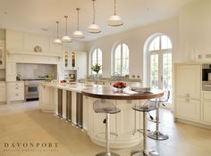 Elegant Kitchen Design With Chandelier Tips for designing a beautiful kitchen look modern and luxurious Dining room, Interior Design Kitchen With Long Island, Kitchen Island With Seating, Long Kitchen, Open Plan Kitchen, Updated Kitchen, New Kitchen, Kitchen Decor, Kitchen Ideas, Kitchen Layouts