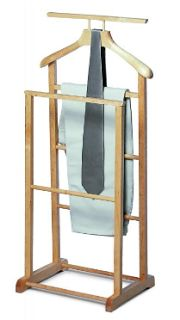 clothes valet Mens Valet Stand, Clothes Valets, Bedroom Cupboards, My Ideal Home, Woodworking Projects Plans, Coat Hanger, Master Closet, Wood Furniture, Diy Clothes