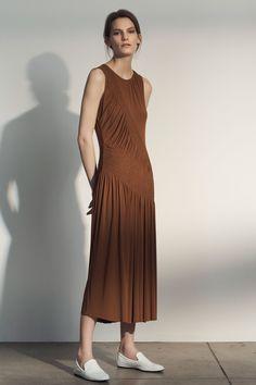 Grey Jason Wu Pre-Fall 2018 Fashion Show Collection Jason Wu, Autumn Fashion 2018, Fashion 2020, Long Skirt Fashion, Celebrity Dresses, Celebrity Style, Fashion Show Collection, Minimal Fashion, Fall 2018