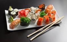 Ingrédients: 2 feuille d'algue nori 100gr chair de crabe 1 petit suisse 0% Oignon vert 1 carré frais 0% ail&fines herbes Surimi Préparat...